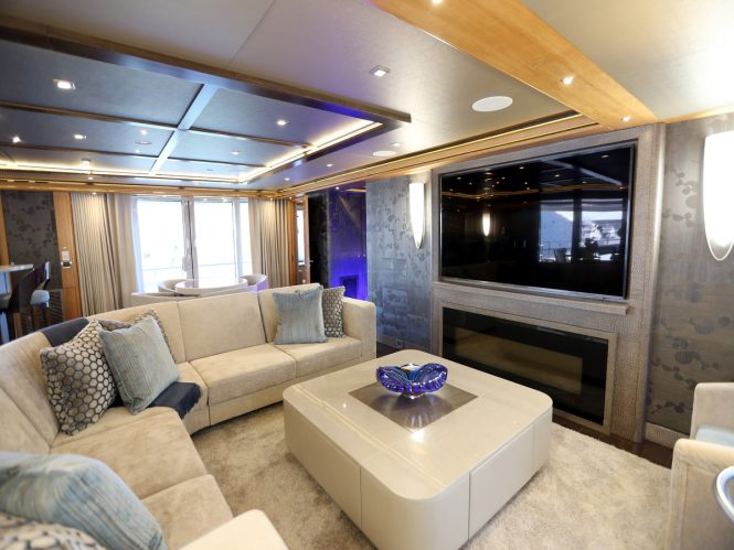 Luxury yacht SERENITY - Skylounge