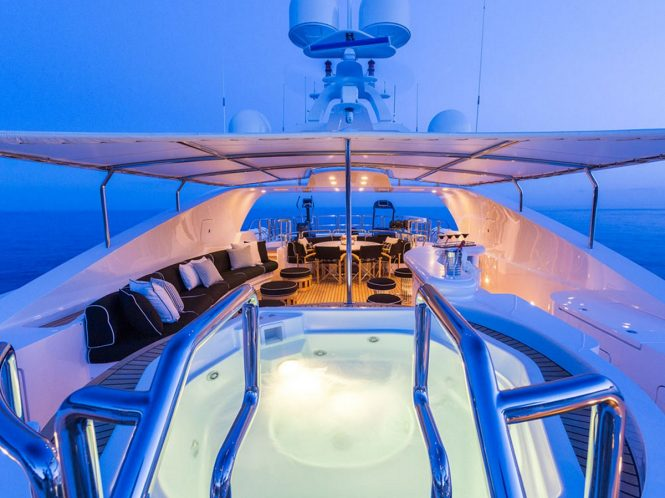 Motor yacht AIR - Sundeck Jacuzzi at night