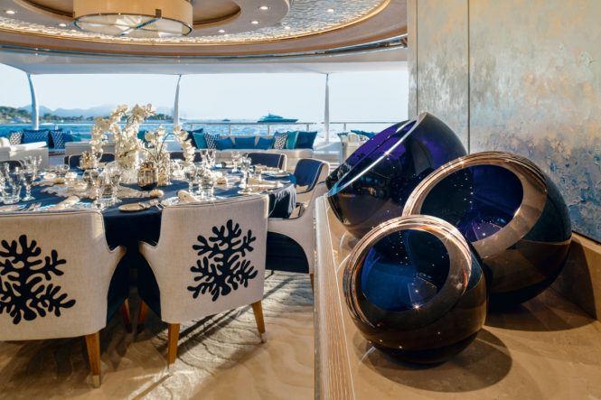 Motor yacht CLOUD 9 - Formal dining area detailing