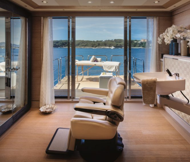 Motor yacht CLOUD 9 - Main deck beauty salon