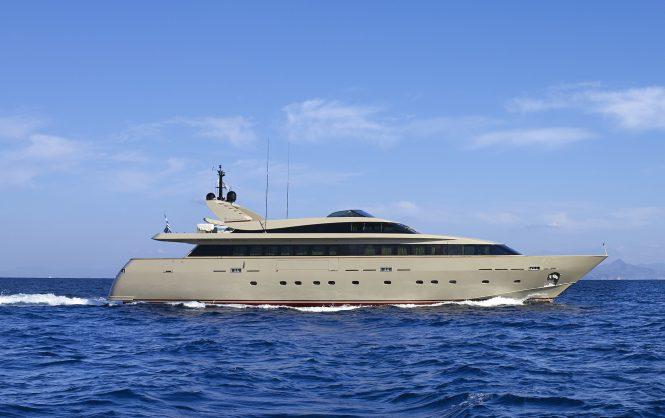 Motor yacht DALOLI - Built by Baglietto