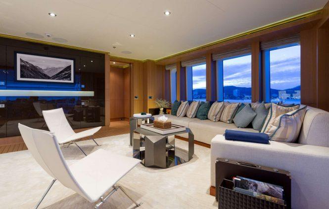 Motor yacht GO - Skylounge