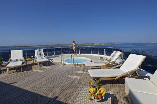 Motor yacht O'MEGA - Sundeck Jacuzzi and sunbathing area