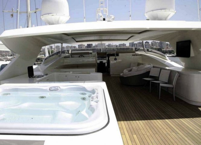 Motor yacht PANFELISS - Sundeck Jacuzzi and outdoor lounge