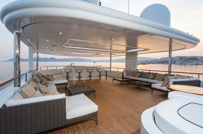 Motor yacht PRIDE - Sundeck