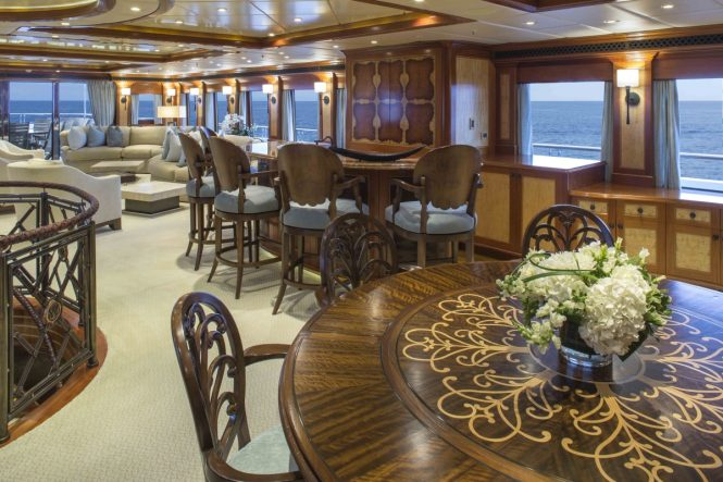 Motor yacht UNBRIDLED - Skylounge dining and bar