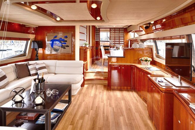 Open yacht AMOR - Salon and formal dining area