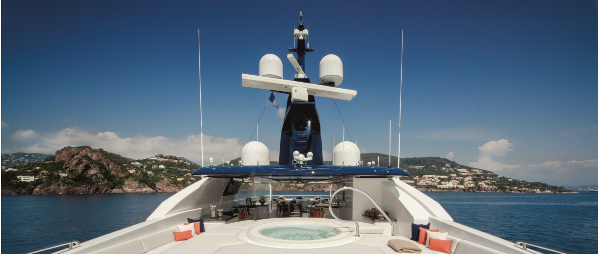 Sundeck Jacuzzi, lounge and teppanyaki bar aboard superyacht CLOUD 9