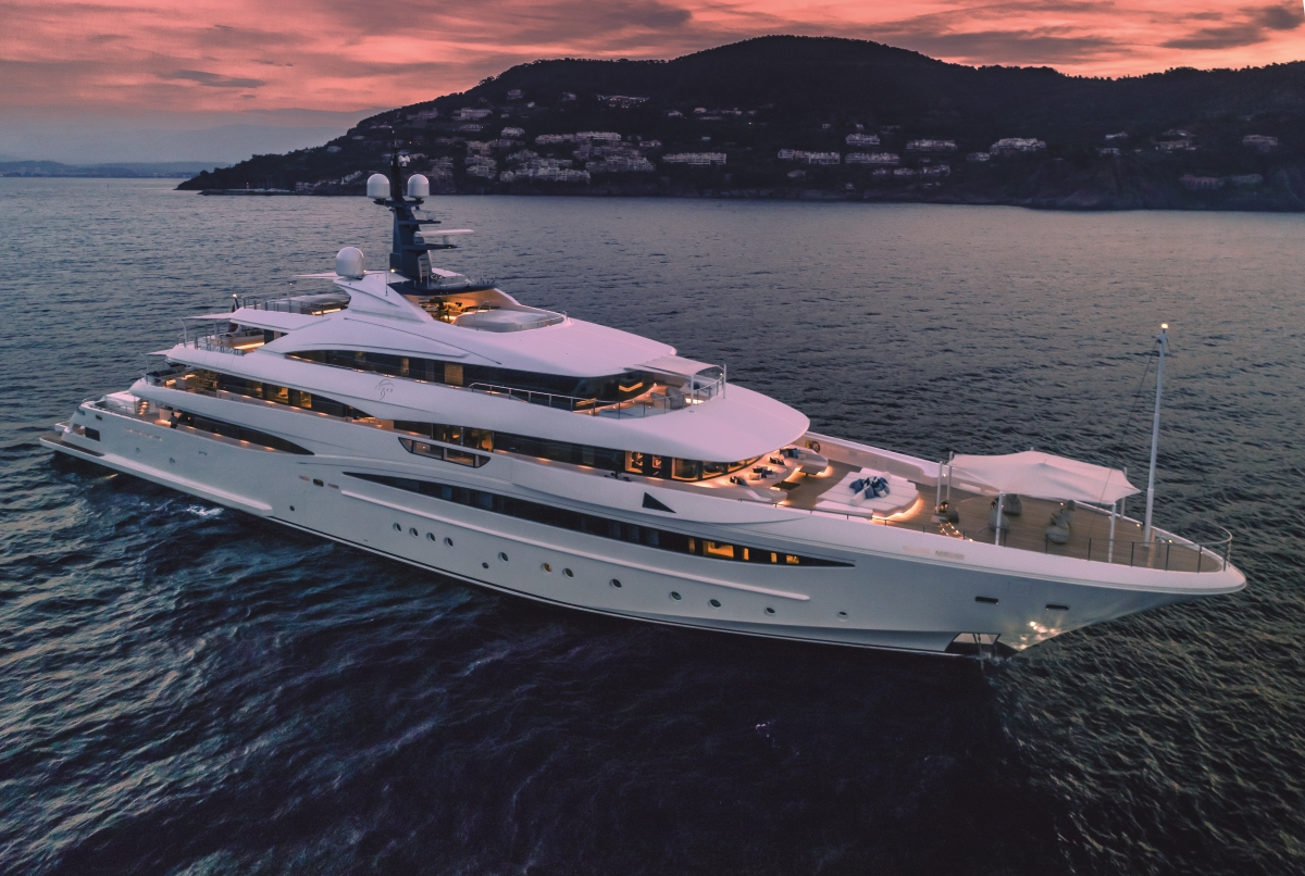 Superyacht CLOUD 9 - Built by CRN
