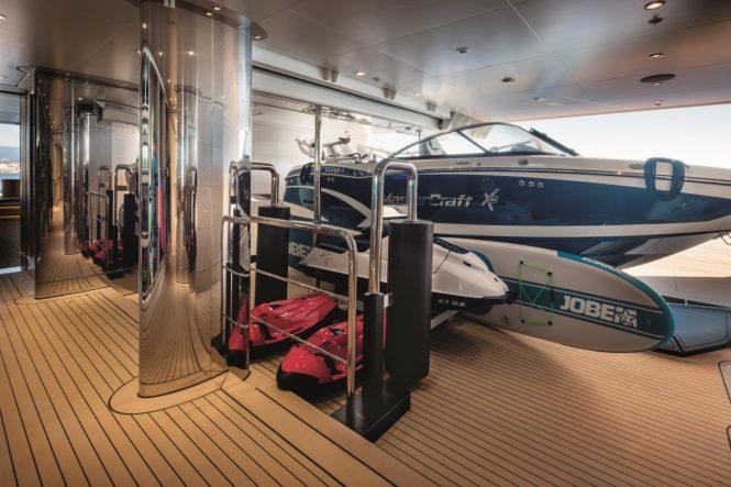 Superyacht CLOUD 9 - Tender garage