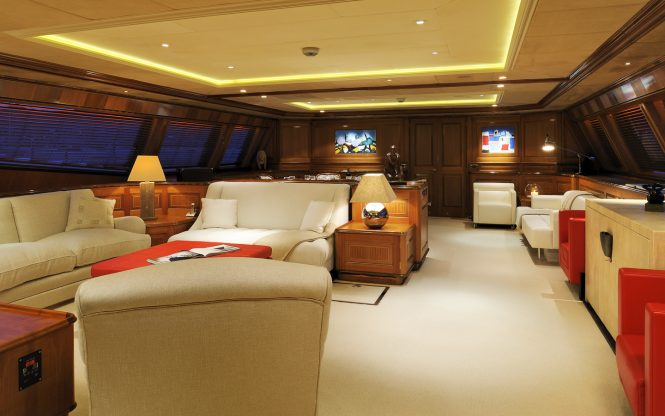 Superyacht DRUMBEAT - Main salon and formal dining area