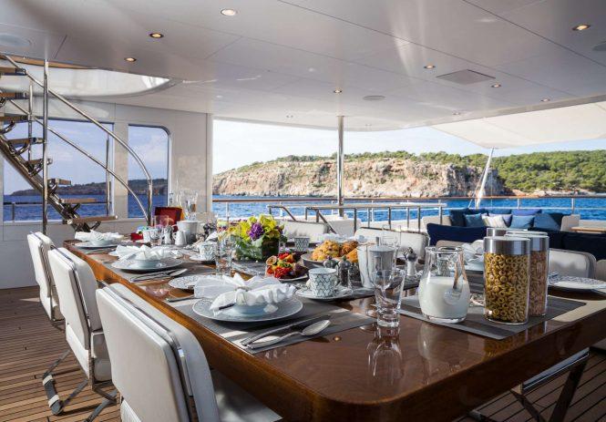 Superyacht GO - Breakfast alfresco on the upper deck aft