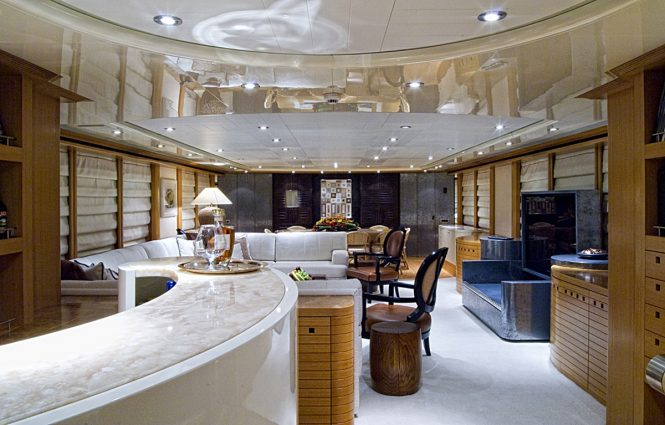 Superyacht KIJO - Bar and lounge