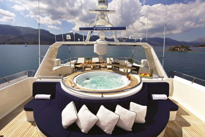 Superyacht MAGIX - Sundeck Jacuzzi and alfresco dining area