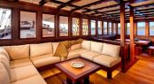 The bright and comfortable main salon aboard S/Y DUNIA BARU