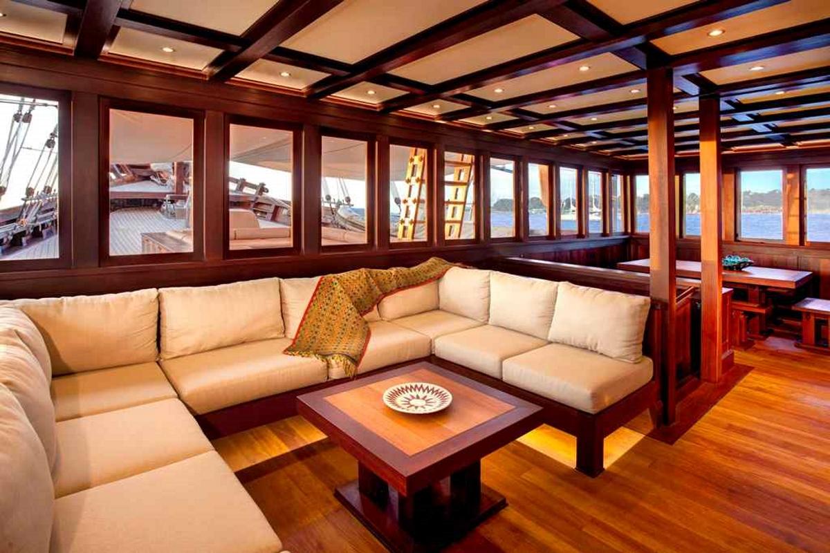 The bright and comfortable main salon aboard S/Y DUNIA BARU