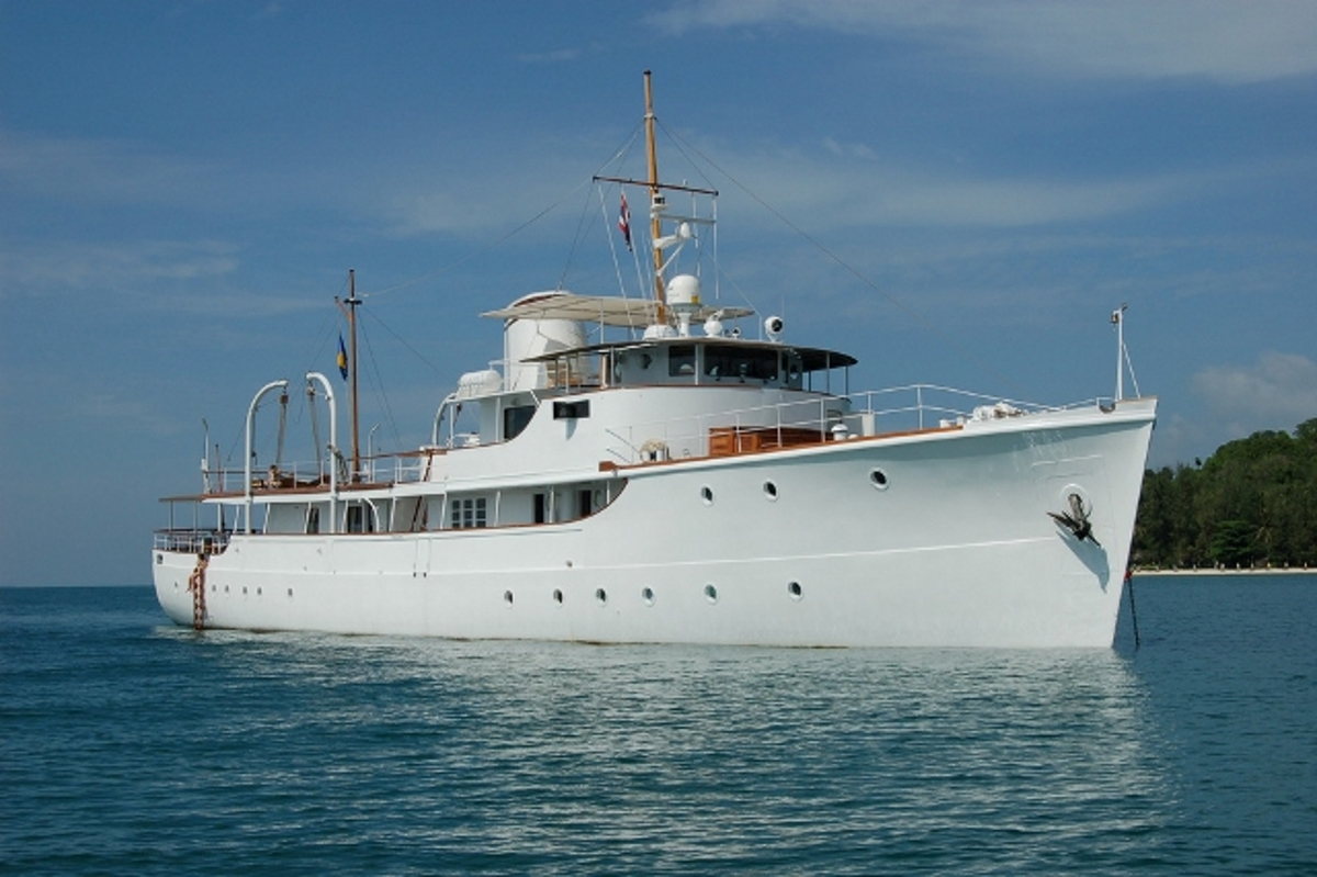 Charter classic superyacht calisto in exquisite southeast for Vintage motor yachts for sale