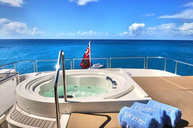 Luxury yacht AMORE MIO - Jacuzzi and sunpads