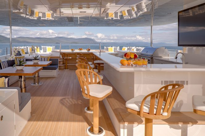 Luxury yacht ENDLESS SUMMER - Sundeck