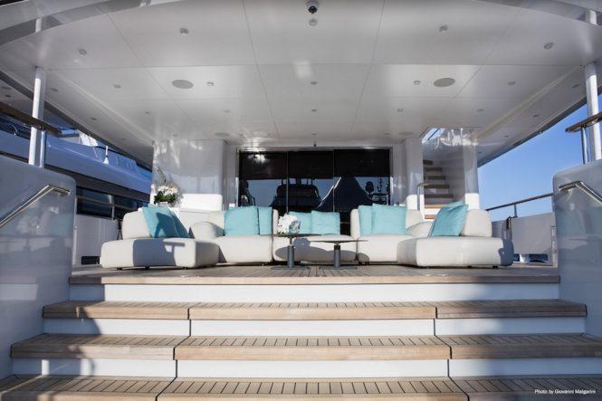 Luxury yacht NARVALO - Main deck aft alfresco salon