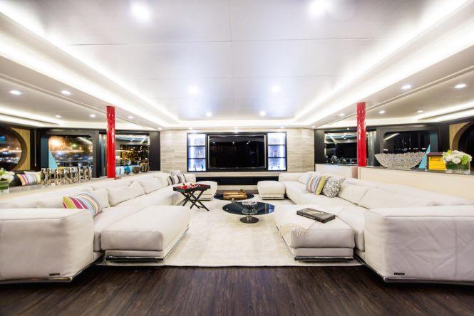 Luxury yacht SALUZI - Skylounge