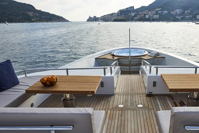 M/Y TAKARA - Foredeck with seating and Jacuzzi