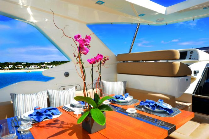 Motor yacht AMORE MIO - Alfreso dining on the sundeck