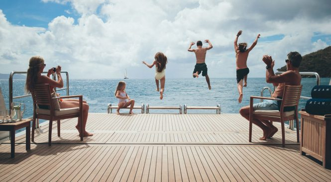 Yacht Meamina - Jump for joy on a family charter
