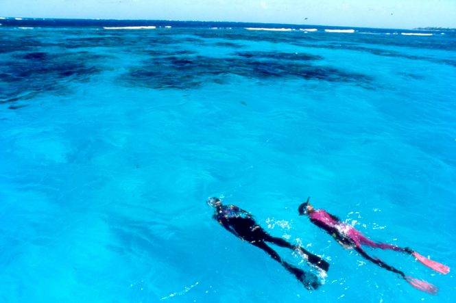 Couple diving in the Caribbean © St.Vincent & the Grenadines Tourism Authority