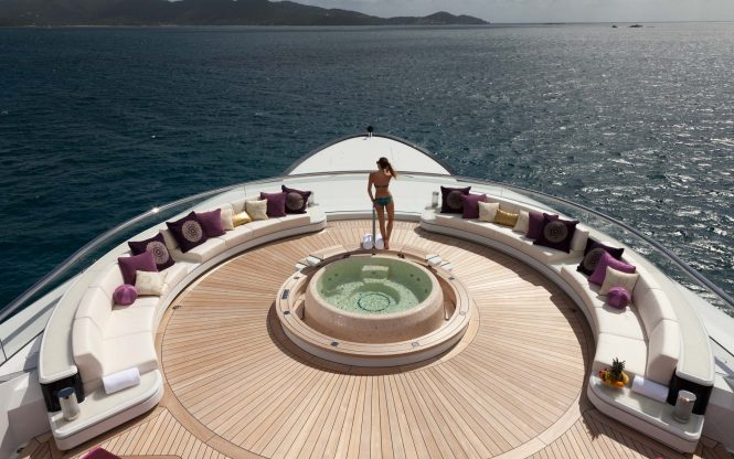 Jacuzzi aboard Solandge - this area can be converted into a disco : dancefloor