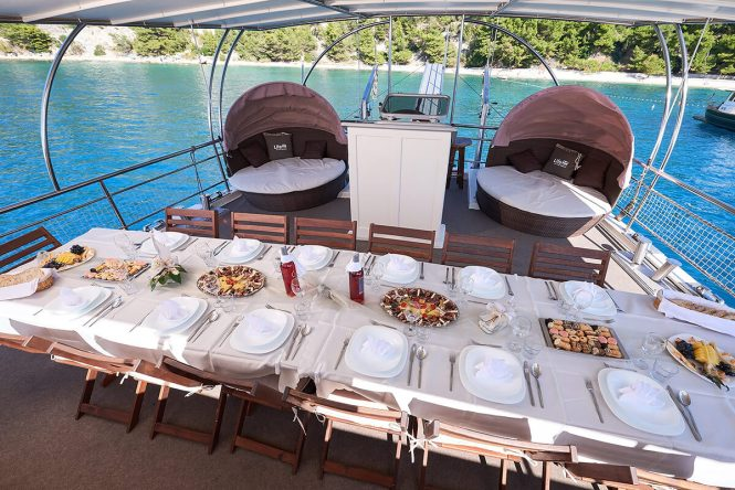 NAUTILUS - Alfresco dining on aft deck