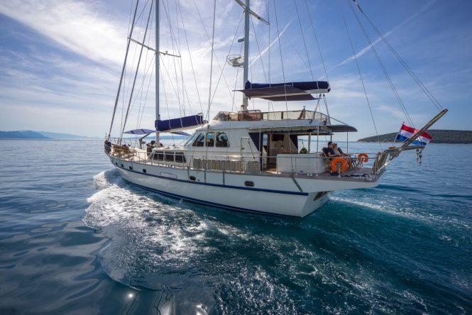 Sailing away on ALBA