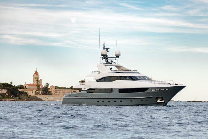 motor yacht LEGENDA for charter in the Mediterranean
