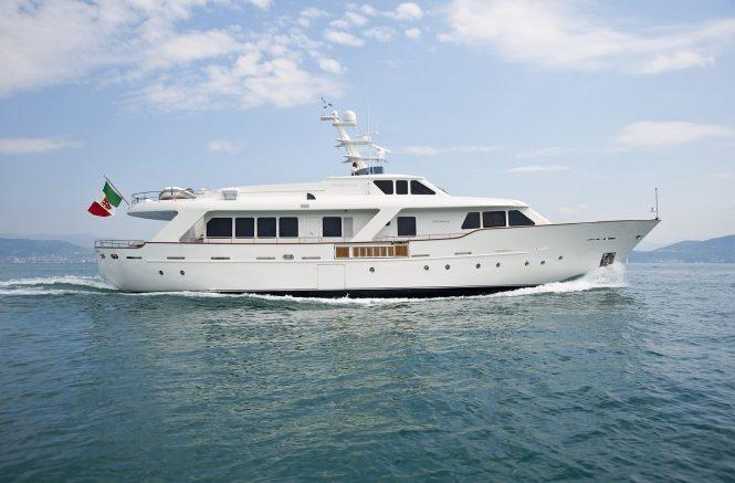 charter yacht Mrs WHITE