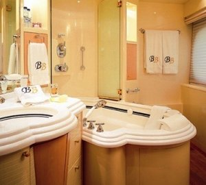 Main Master Bathroom Aboard Yacht BLUE BREEZE