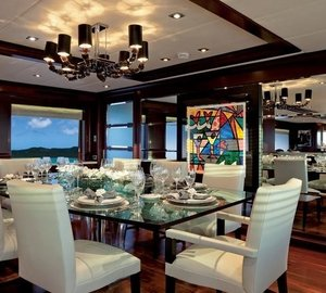 Eating/dining Saloon On Board Yacht COCKTAILS