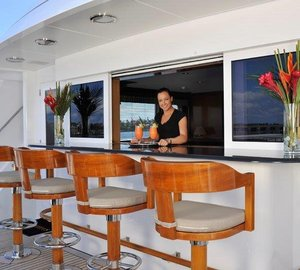 Motor Yacht GRAVITAS -  Upper deck bar
