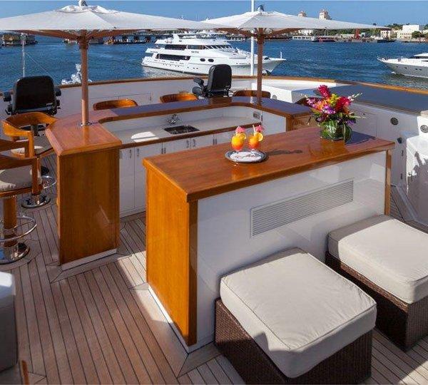 Motor Yacht GRAVITAS   Sundeck Bar