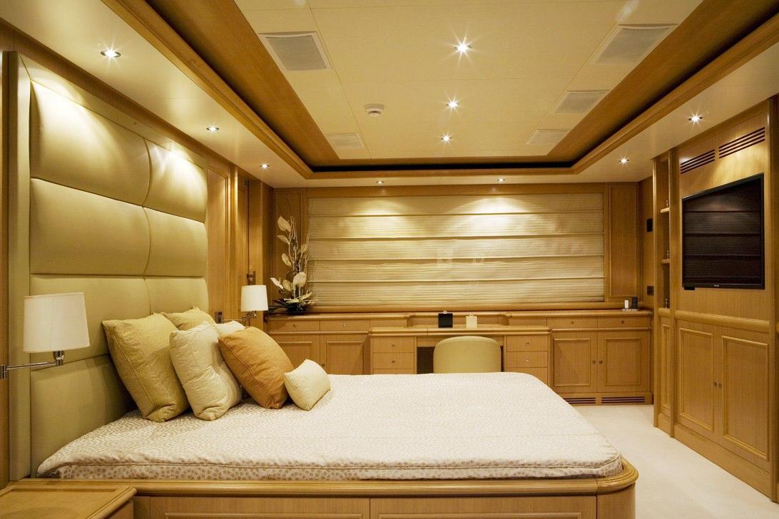 HANA charter yacht - Master Cabin