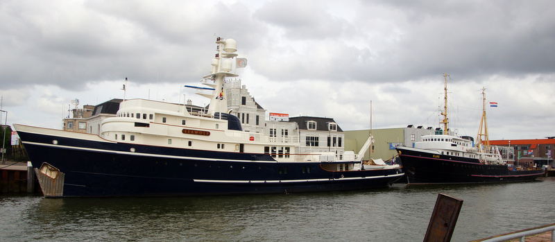 Superyacht Seawolf with her sistership - expedition yacht Elbe