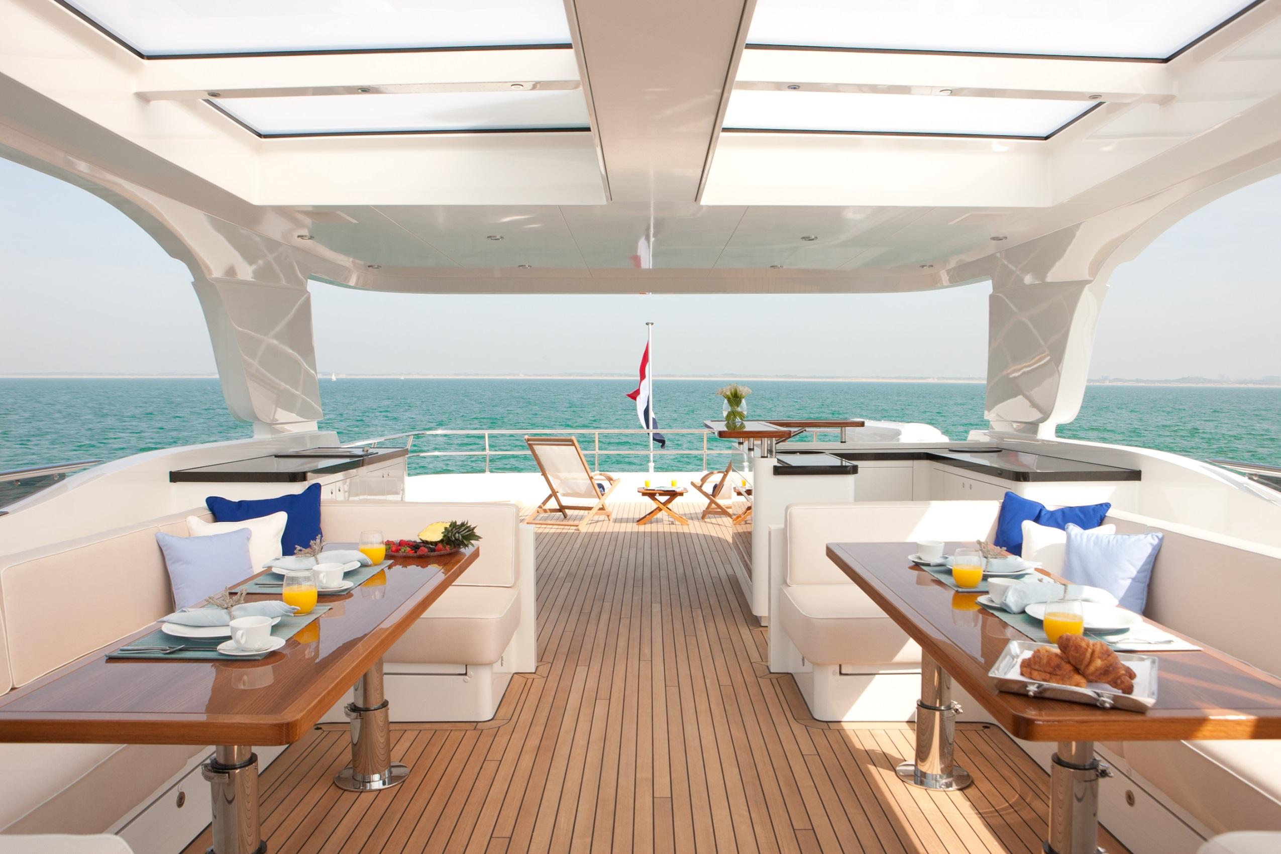 Yacht FIREFLY by Mulder - Sundeck Dining