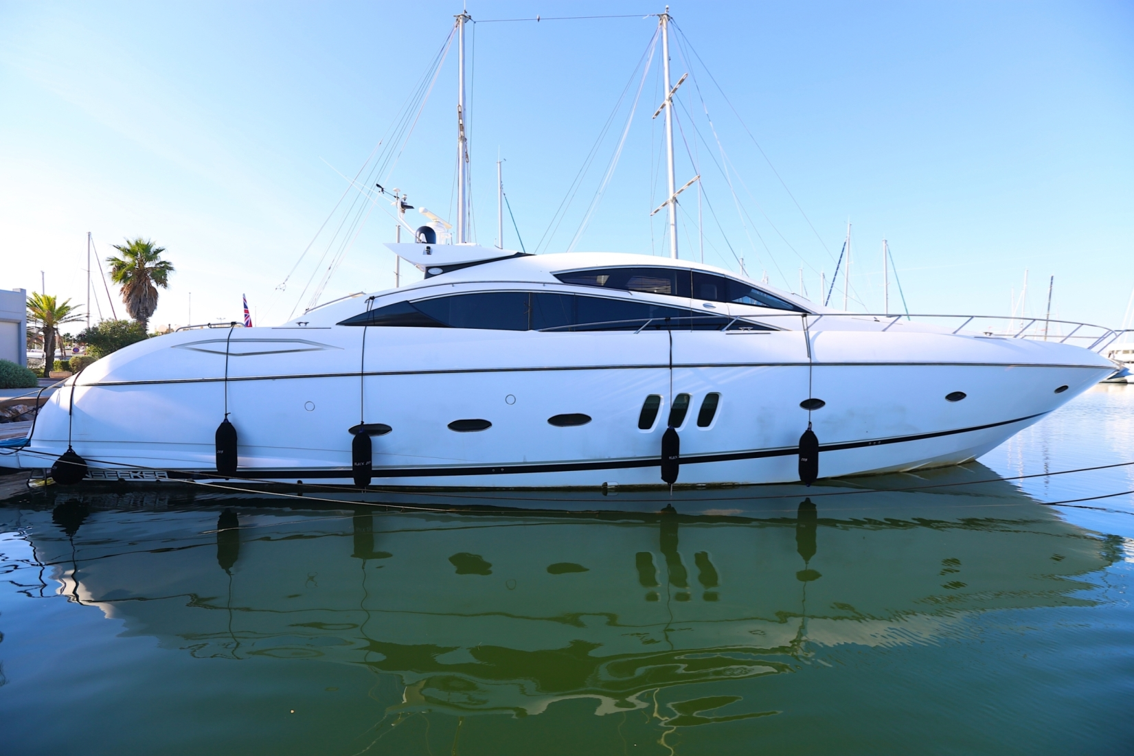 25m Sunseeker BLACK ZEN - Main shot