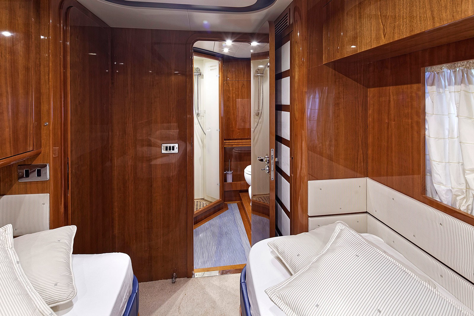 The 21m Yacht AQVA