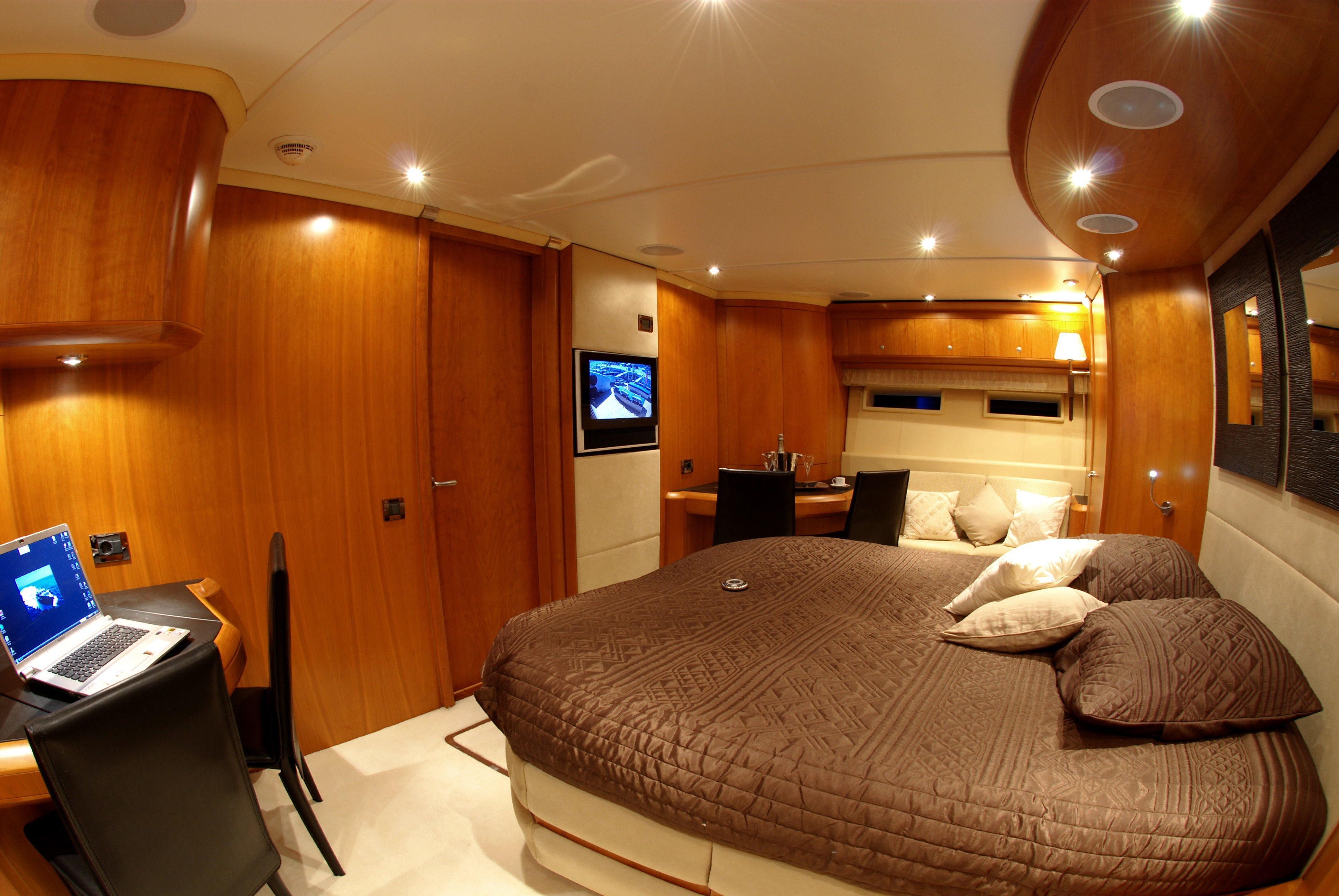The 25m Yacht ORACLE II