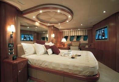 The 25m Yacht SERENITY