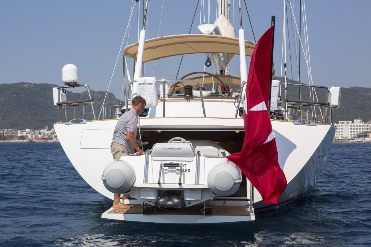 The 28m Yacht SAVARONA
