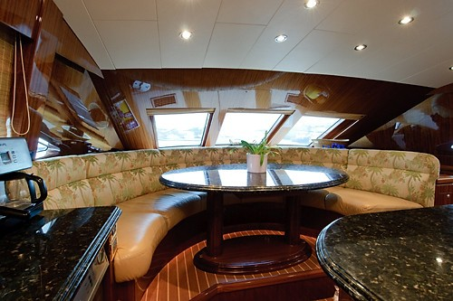 The 30m Yacht LIMITLESS