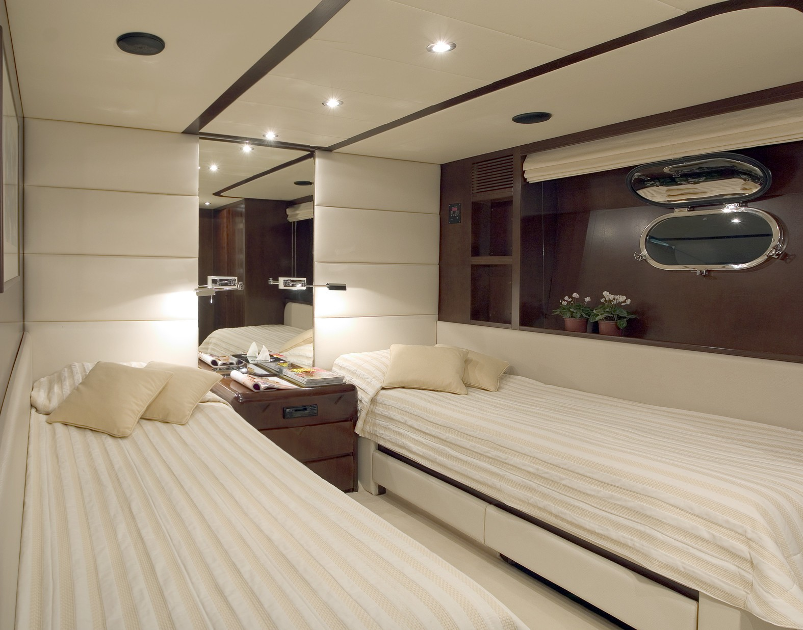 Twin Bed Cabin On Yacht LET IT BE