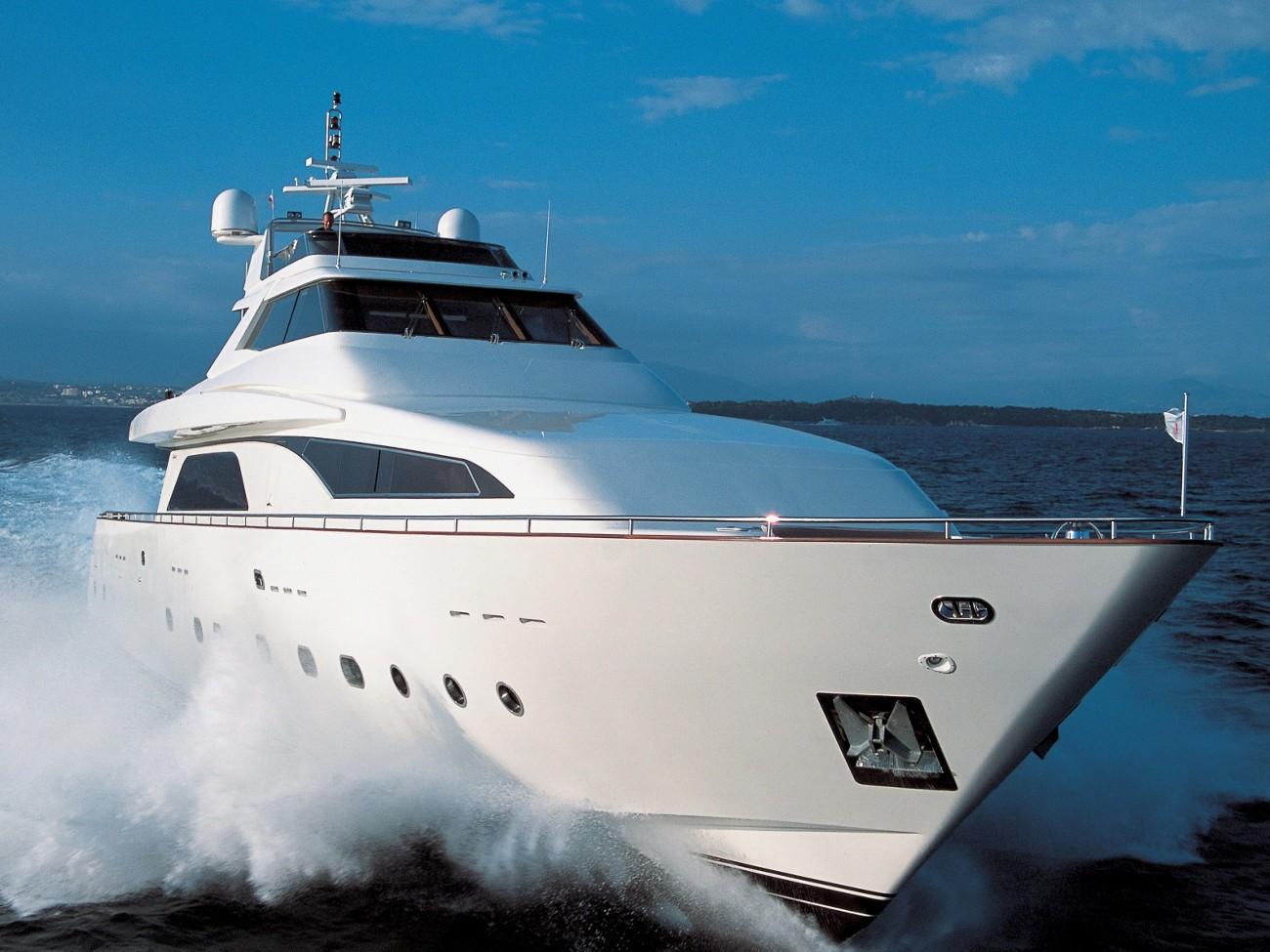 Ship's Bow: Yacht SHELEILA's Cruising Image