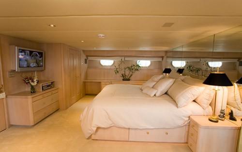 Profile: Yacht SILENT WORLD II's Main Master Cabin Captured